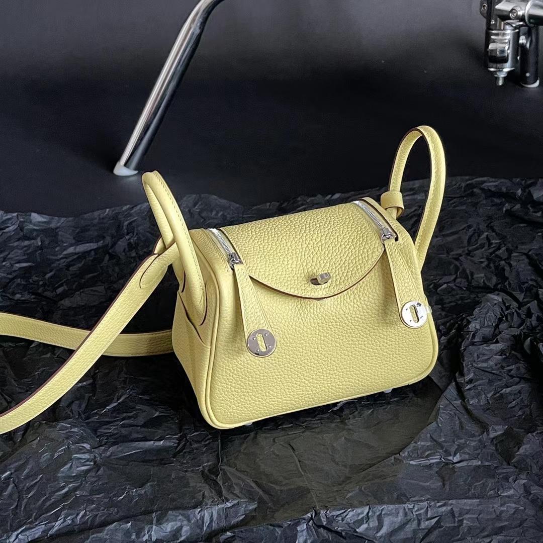 Hermès(爱马仕)Mini lindy 迷你琳迪包 1z 小鸡黄 内拼 Cc10 奶昔白 原厂TC皮 20cm 全手缝