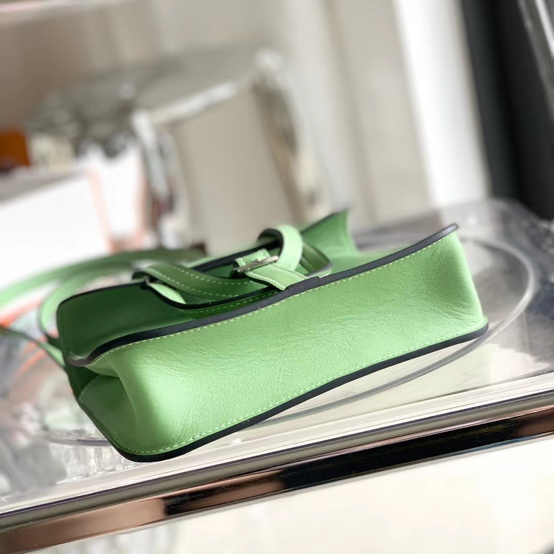 Hermès(爱马仕)Halzan mini 3i 牛油果绿 原版Swift皮 马鞍包 25cm